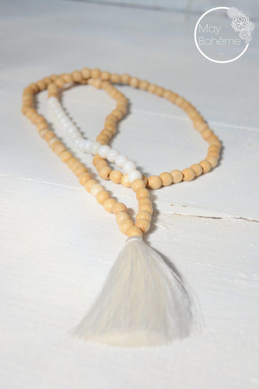 sautoir perles bois perles de nacre long pompon blanc. Black Bedroom Furniture Sets. Home Design Ideas